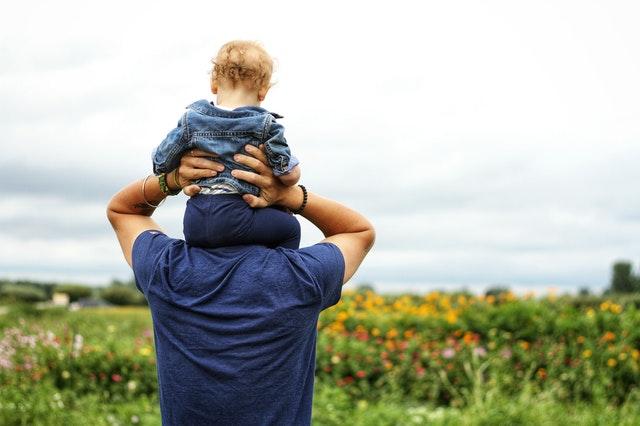Otec na materskej pri narodení dvoch a viac detí má nárok na materskú 37 týždňov
