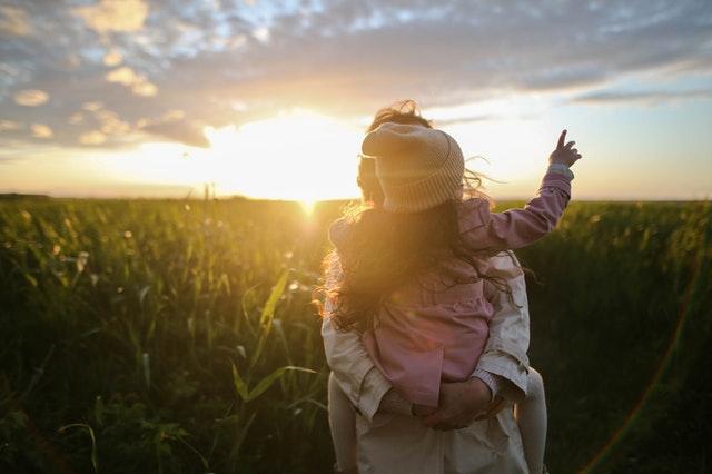Osamelá matka má nárok na materskú 37 týždňov