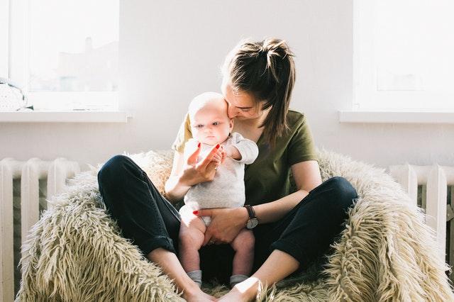 Pri narodení dvoch a viac detí má matka nárok na materskú 43 týždňov